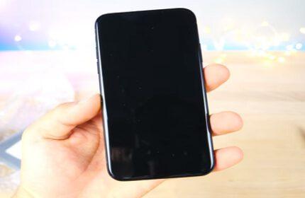 iPhone 8 Bu Sefer Bir Youtuber' ın Elinde Görüntülendi!