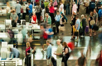 Telefon Şarjı Biten Yolcular ABD'ye Uçamayacak !